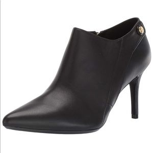 NEW CALVIN KLEIN Gara Black Leather Ankle Booties